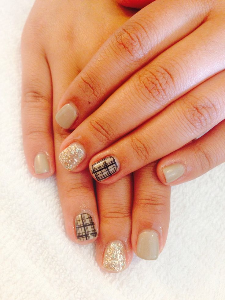 Satin taupe plaid nails! #gelish #tan #glitter perfect for fall