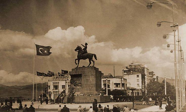 Cumhuriyet Meydanı.