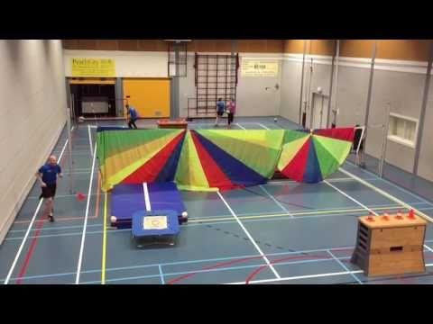 Blindtrefbal met trampoline - YouTube
