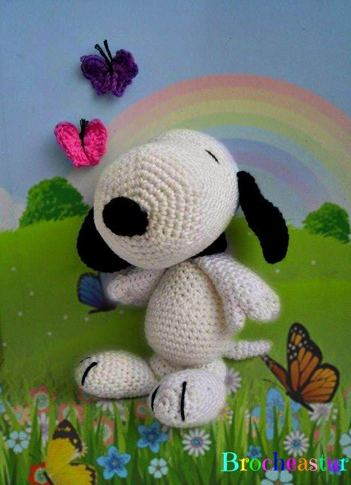 Amigurumi Perro Snoopy - Patrón Gratis en Español aquí: http://brocheastur.blogspot.com/2014/09/patron-amigurumi-snoopy-traducido.html