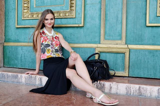 Signorina Anita: Floral blouse and maxi skirt