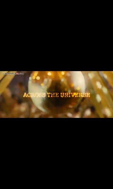 ACROSS THE UNIVERSE adalah film musikal yg berisi tentang lagu2 THE BEATLES. Kisah seorang lelaki Inggris yg pergi ke AMERIKA & menemukan cinta namun kandas karena sang perempuan lebih suka menjadi aktivis perang USA VS VIETNAM ketimbang pacaran.