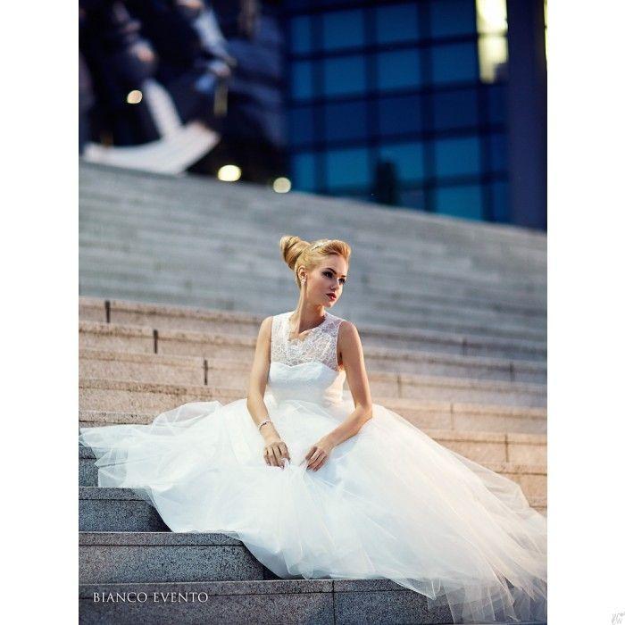 ❤️ nieuwe collectie #betaalbare #trouwjurken vanaf €145,= #Bruidsmode #Zaandam #trouwjurk #sissy #princess #bruid #jurk #huwelijk #trouwen #kant #hooggesloten