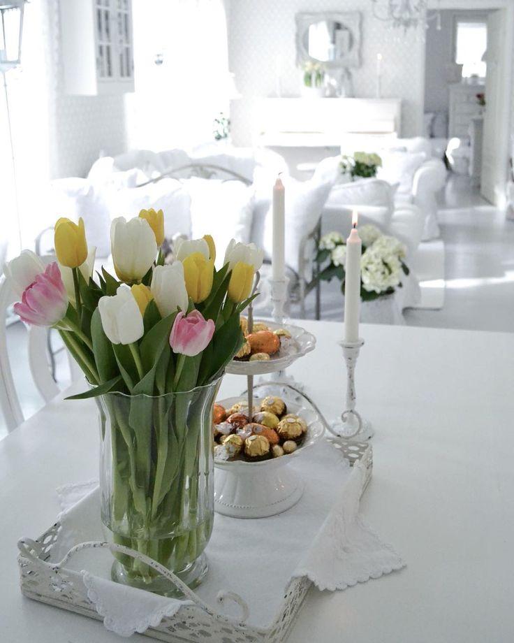 Leppoisaa iltaa 💐☺️ #tulips #tulppaanit #goodevening #whiteinterior #easter #pääsiäinen #shabby_chichomes #shabbychic #allwhatsbeautiful