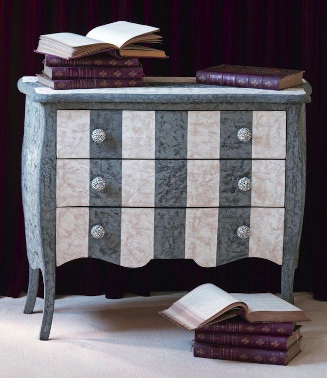 Meuble Peint Decore De Stucco Et Bouton En Coquille D Oeufs Mobilier De Salon Meubles Peints Relooker Meuble