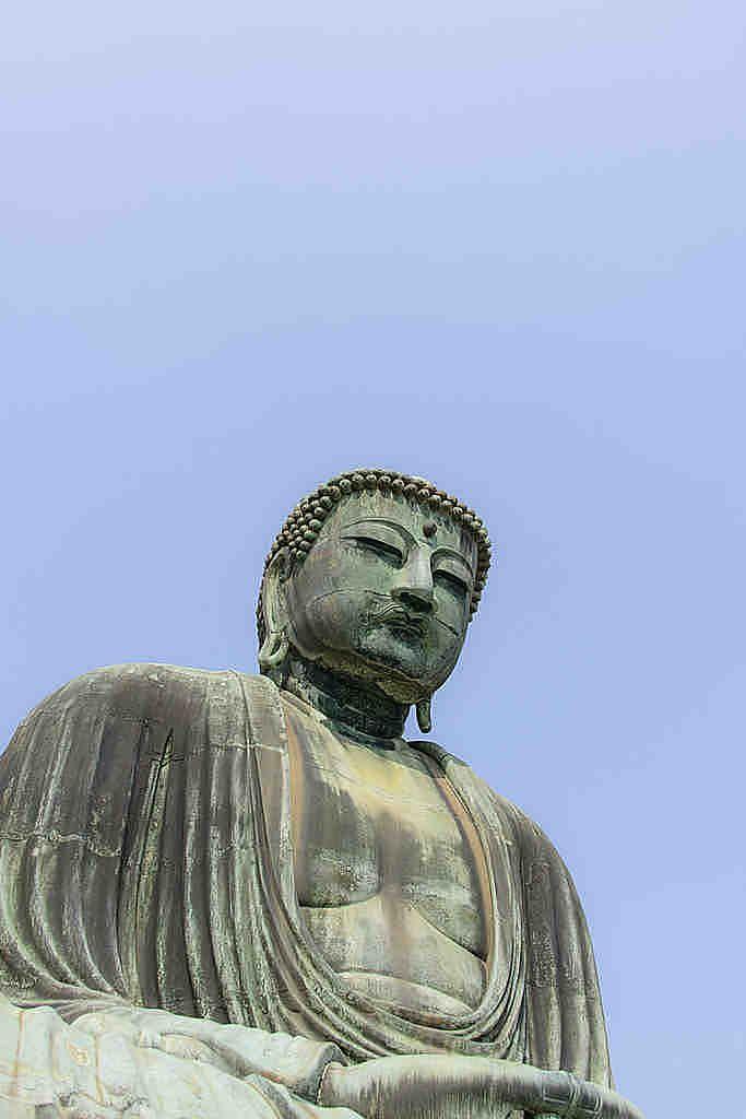 高徳院 言わずと知れた観光名所!鎌倉の大仏さん 周囲にはお土産物屋などが多く立ち並びます。