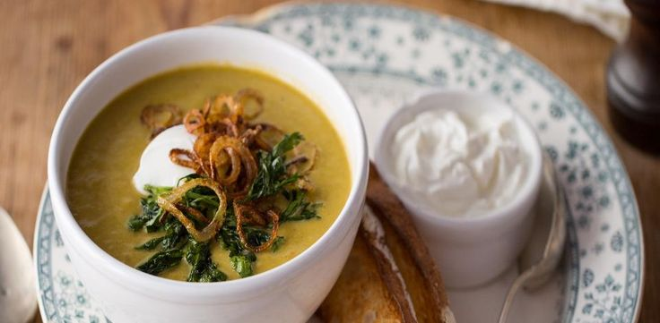 Zeleninová polévka s opečenou cibulí