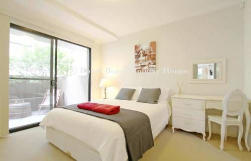 Bondi Beach Garden Apartment offers stylish self-contained accommodation just 250 metres from the iconic Bondi Beach in #Australia.  We can get you the best beach #hotel deals here!