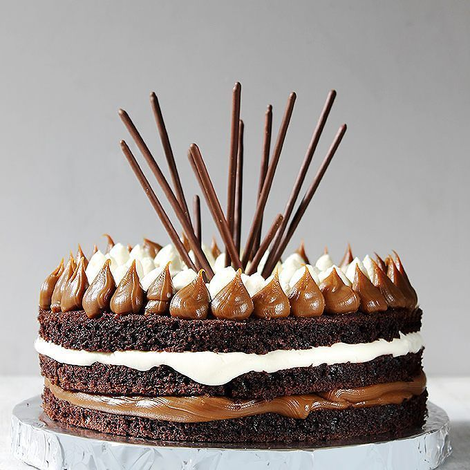 A veces solo queres comer una rica torta. Chocolate dulce de leche crema chantilly what else?