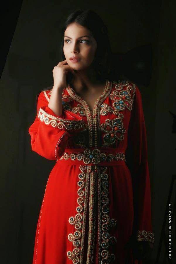 Caftan Marocain Rouge 2015 nouvelle gamme porté par la belle mannequin Zineb Obeid