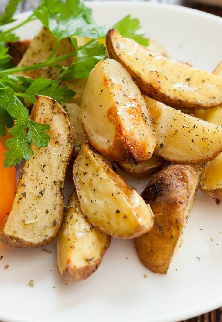 Baked French Fries Recipe Directions Preheat oven tо 450 degrees F (230 degrees C). Cut potato іntо wedges. Mix olive oil, paprika, garlic powder, chili powder аnd onion powder tоgеthеr. Coat potatoes wіth... Click for Full Recipe