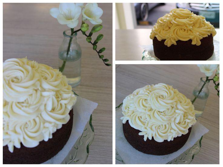 Petal Topcake - Red Velvet Cake Sponge with Vanilla Cream Cheese Icing #petalcupcakes #redvelvet #cake [6 inches]