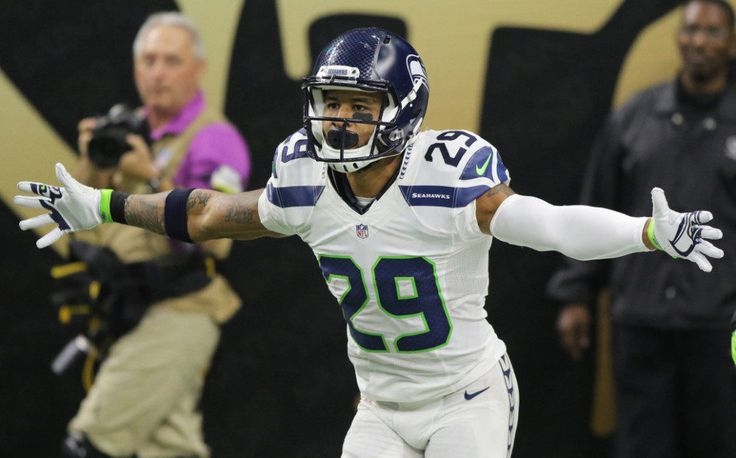 Seahawks send a message to NFL by dominating Eagles = Like two ships passing during the night in the Puget Sound, Sunday's game between Seattle and Philadelphia separated a true contender from a pretender as the old dog chased away the upstart. The NFC West-leading Seahawks continued.....