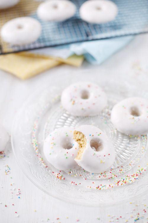 Les rousquilles sont une spécialité catalane parfumées de citron sous forme d'anneau. Le biscuit est très léger, un peu sablé et tendre. Il est recouvert d