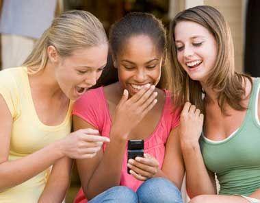 5 consejos para evitar el sexting. 1) No accedas a chantajes. 2) Evitá contactar con desconocidos. 3)  Denunciá el Sexting. 4) No compartas información o fotografías comprometedoras. 5) Si te piden, nunca envíes ni te saces fotografías que pudieran afectar tu reputación.