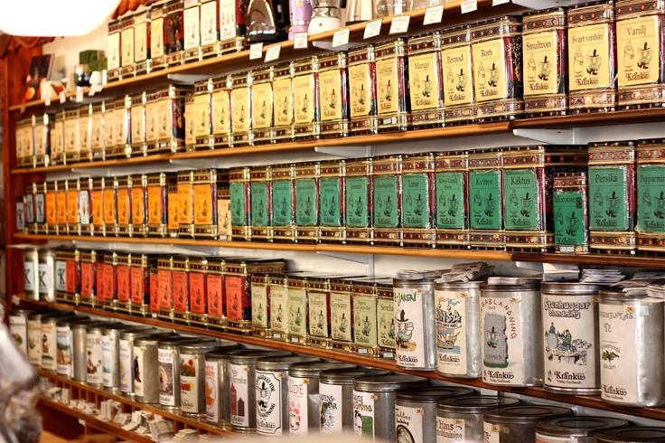 Tins full of wonderful tea!