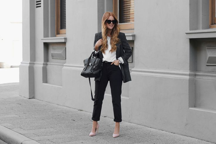 Lion in the Wild  Black outfit and blush heels