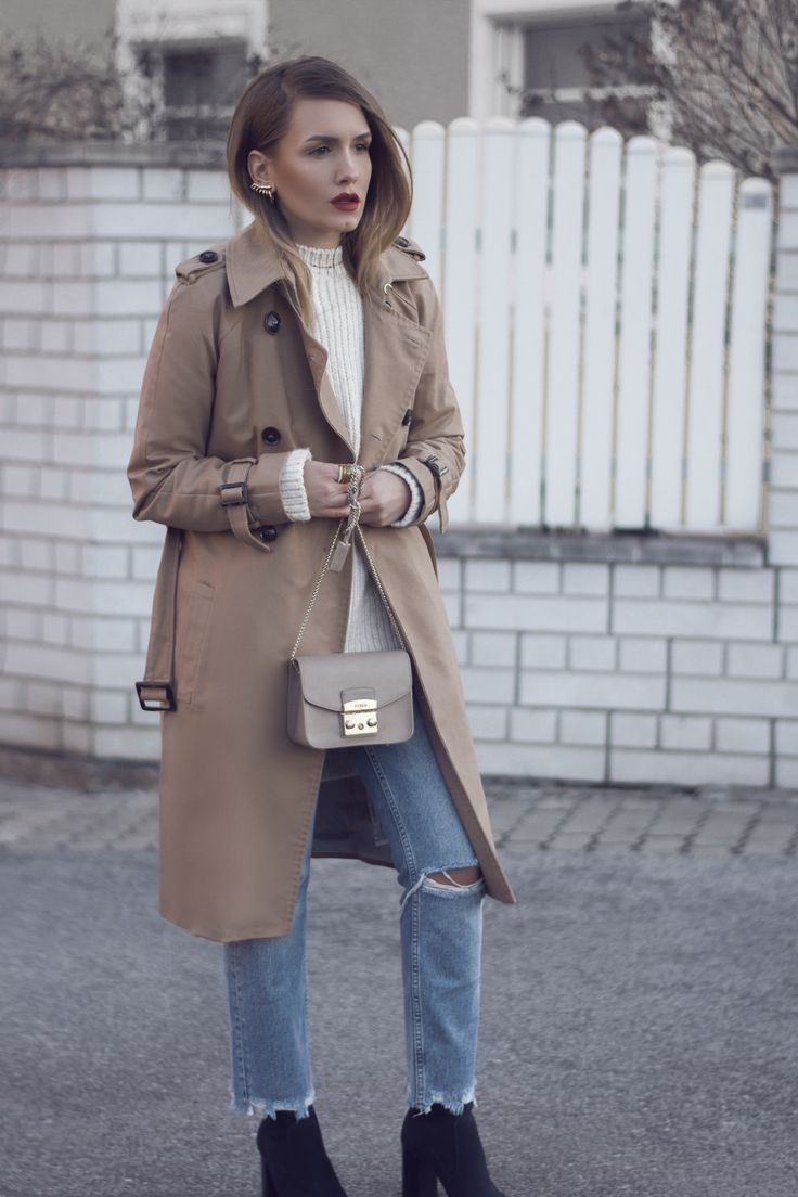 Beige Outfit mit Furla Metropolis, Trenchcoat Kensington look a like und jeans