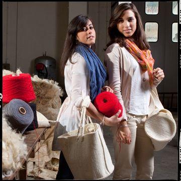 Realizzato in feltro ottenuto da lana 100% biellese. Oltre che per i tuoi vasi, lo puoi utilizzare per riporvi tutti gli accessori che occupano la sala da bagno o quello che la tua fantasia vorrà immaginare.
