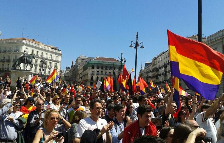 'España mañana será republicana', canta la multitud entre verso y verso del poeta. -ALEJANDRO TORRÚS
