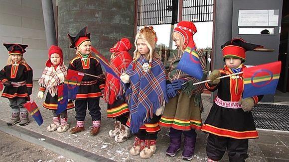 Sámi children celebrating their national Day in Inari sixth of February 2013 - Saamelaislapset - Inari - juhlivat kansallispäivää 6.2.2013.  Photo: Jarmo Honkanen Yle