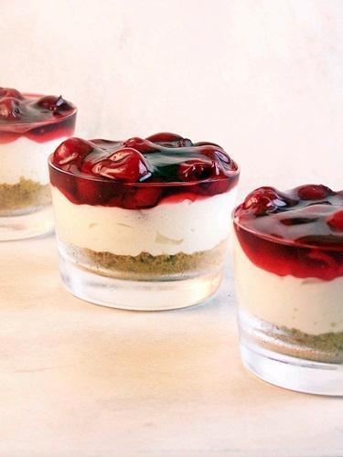 No Bake Cherry Cheesecake -- Sooo making this tonight.