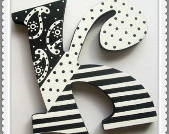 Adolescentes letras 🔸 Letras de madera 🔸 vivero cartas 🔸 sala de juegos cartas 🔸 pintado carta 🔸 letras decorativas 🔸 foto Prop carta 🔸 pintado 🔸 inicial madera 🔸 inicial carta personalizada 🔸 colgante pared letra lunares 🔸  🔸🔸 EL PRECIO POR LETRA 🔸🔸 NAVES EN 8-10 SEMANAS  Crear ese espacio verdaderamente uno-de-uno-bueno! Estas letras de madera personalizadas son mano pintado y puede coordinarse con otros diseños. Pensar más allá de los nombres... Jugar, leer, sueño, sonrisa…