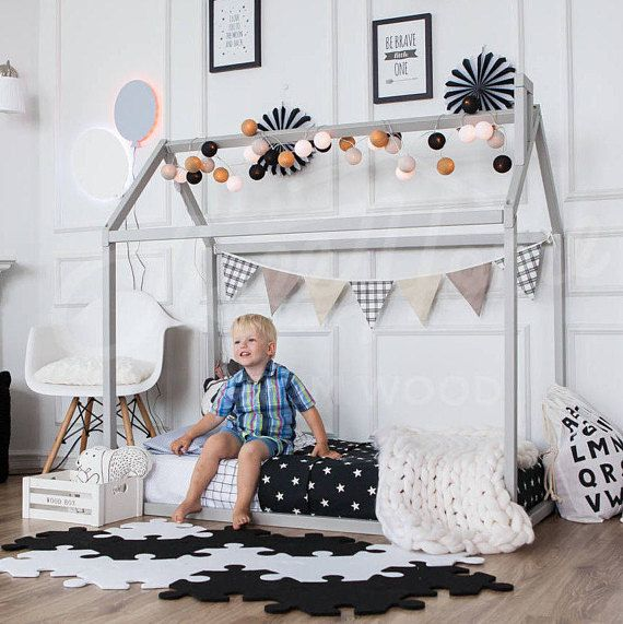 die besten 25 kinderspielhaus mit schlafboden ideen auf pinterest moderne bettumrandungen. Black Bedroom Furniture Sets. Home Design Ideas