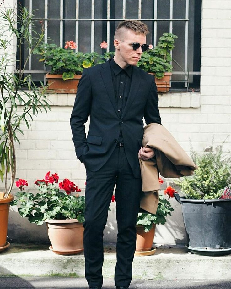 Bonjour! First day in Paris wearing @turo_official suit @dior sunglasses and @cosstores coat #pfw #paris #diorsoreal #ootd  @jennipupulandia