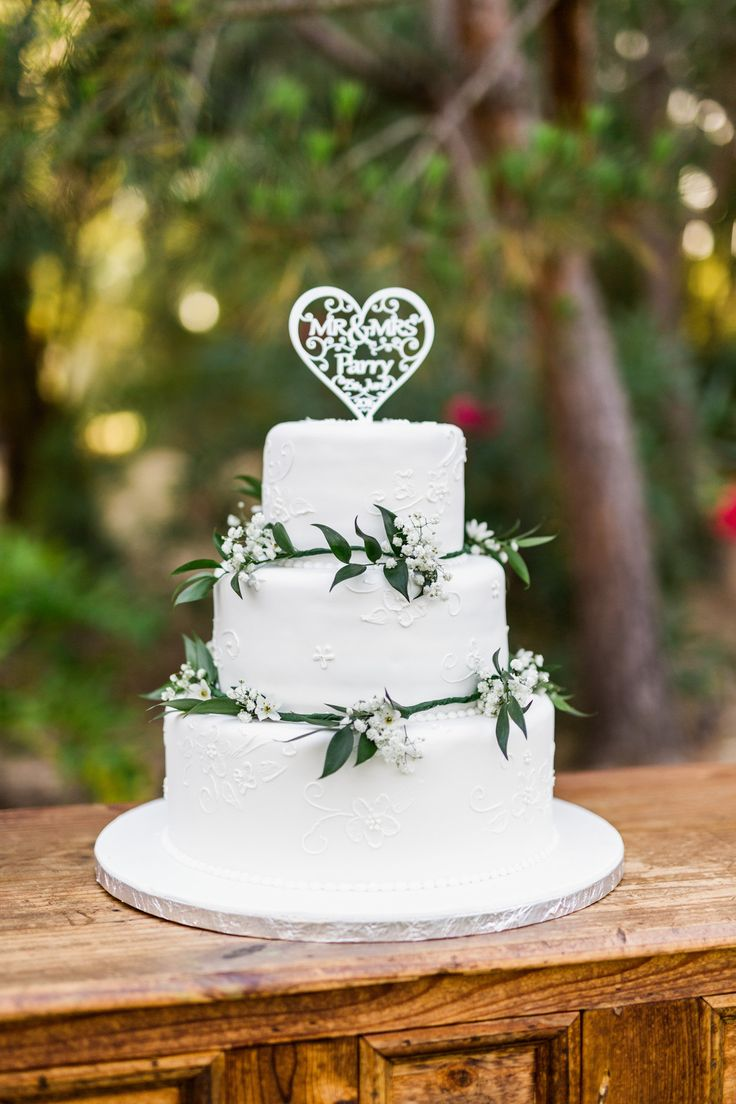 Rustic Wedding Cake for the Perfect Intimate Villa Wedding