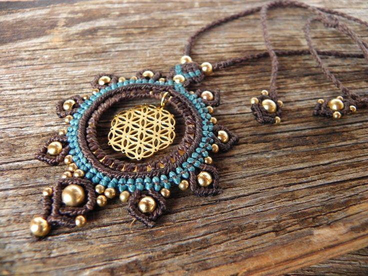 """gipsy makramee Halskette mit goldener """"Blume des Lebens"""", hippie, Braun, Blau, gold, handgemacht von JoyMadebySahraJoy auf Etsy https://www.etsy.com/de/listing/265643692/gipsy-makramee-halskette-mit-goldener"""