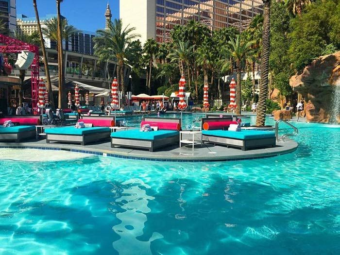 Best Pools In Las Vegas Lazy River And Wave Pools Top Pools 2020 Best Pools In Vegas Las Vegas Pool Vegas Pool Party