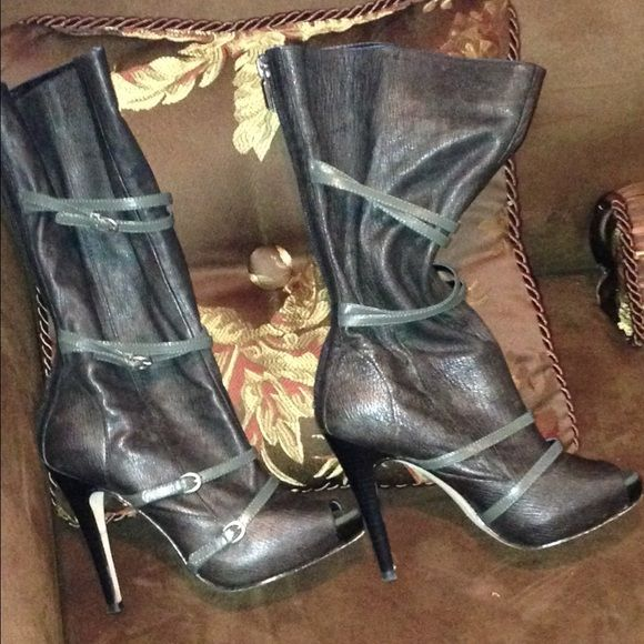 Expensive woman brown leather boots size 6m  m Expensive woman brown leather boots size 6m   Boutique paid over $200 Btredcarpet leather upper Boutique Shoes