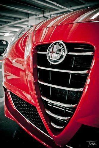 Alfa Romeo (mais c'est ma petite mimi,qui ne devrait pas être là car pas ancienne, mais tellement jolie!)