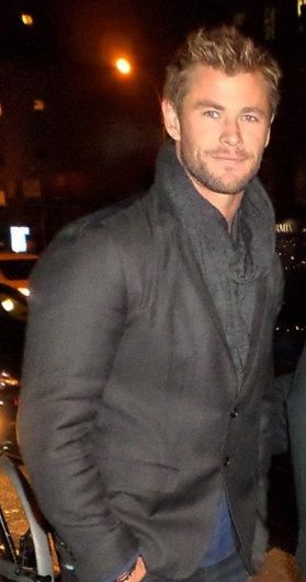 Chris Hemsworth!! I love him with a scarf Like and Repin. Noelito Flow. Noel new songs. Holy shit he's sexy...
