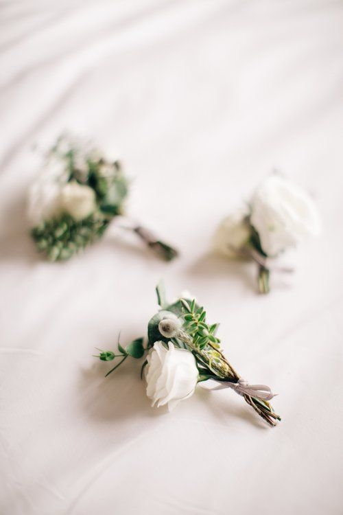Styling by Jessica | Wedding flowers Cambridge London Essex | Countryside wedding, loose natural wild wedding flowers neutral green white dahlia foliages silk ribbon bridal bouquet buttonholes