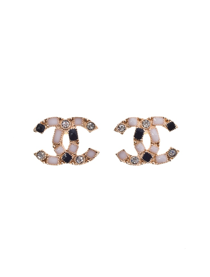 These are my favorite Chanel Earrings. #chanel #earrings