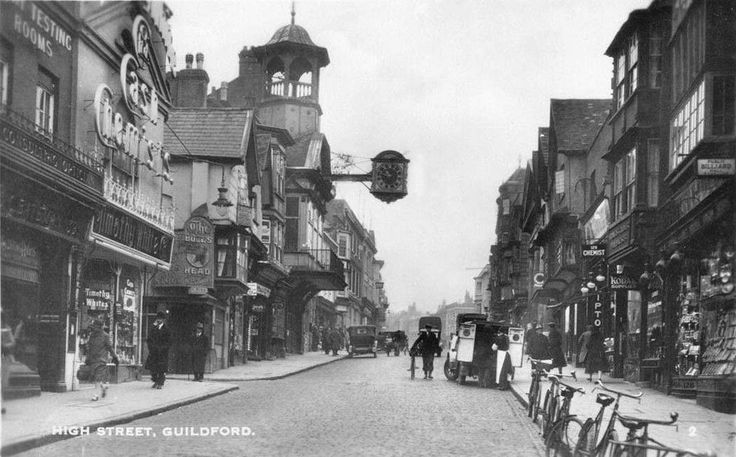 surrey, guildford high street, old photo including the bulls head.JPG (1050×652)