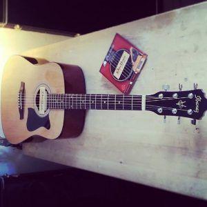 En ce moment à l'atelier : Guitare acoustique Ibanez pour un réglage complet et installation d'un micro rosace Dean Markley Promag Plus, perçage de la caisse et adapation d'un nouveau jack.