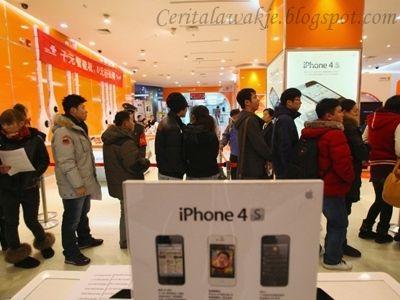Cerita Lawak  http://ceritalawakje.blogspot.com  Satu hari... sebuah gedung mengadakan jualan murah.. berpusu-pusu orang ramai ingin memasuki gedung tersebut ... sehingga ada