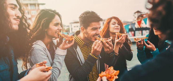 Andere Länder, andere Pizzen: Wo gibt's die beste Pizza? Knuspriger Teig, Tomatensauce und Käse - das ist in Italien die Basis für die beste Pizza. In anderen Ländern sieht der Pizzagenuss jedoch ganz anders aus. Lasst euch von uns kulinarisch aufklären.
