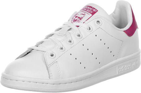 La chaussure Adidas Stan Smith J est le grand classique bien aimé dans la version Youth. Elle est disponible de la taille 36 à 40 et à un meilleur prix !- tige en cuir blanc- talon rose- cheville rembourrée- semelle intérieure amovible - bandes perforées - oeillets métalliques blancs - semelle antidérapante en caoutchouc - lacets blancs  Tige : cuir véritable Doublure : textile