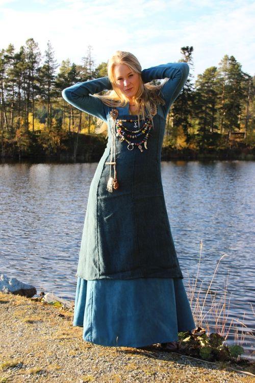 Ny selekjole, søte barn og fine blå venner! (Vikingsnitt)  Beautiful!