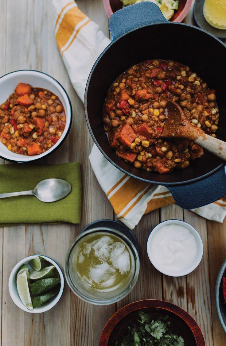 Sortez la mijoteuse et concoctez-vous le meilleur chili! À base de lentilles, de patates douces et de produits Knorr, ce mélange végétarien comblera tous les estomacs autour de la table lors d'un soir de semaine.