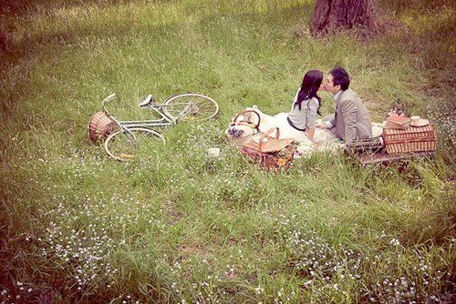 If Keats and Fanny were alive todayPhotos Ideas, Engagement Photos, Engagement Pics, Old Bikes, Vintage Picnics, Picnics Baskets, Engagement Shoots, Vintage Style Photoshoot, Couples Shoots