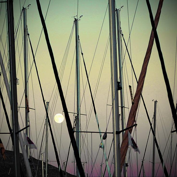 Full moon at Marina Alimou