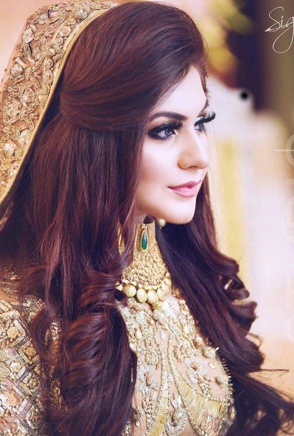 Pin By Sarah Nawaz On Bride Pakistani Bridal Hairstyles Pakistani Bridal Makeup Hairstyles Long Hair Wedding Styles