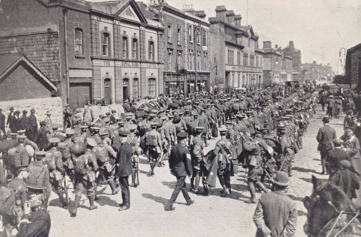 North Wall Dublin August 1914 preparing to embark.
