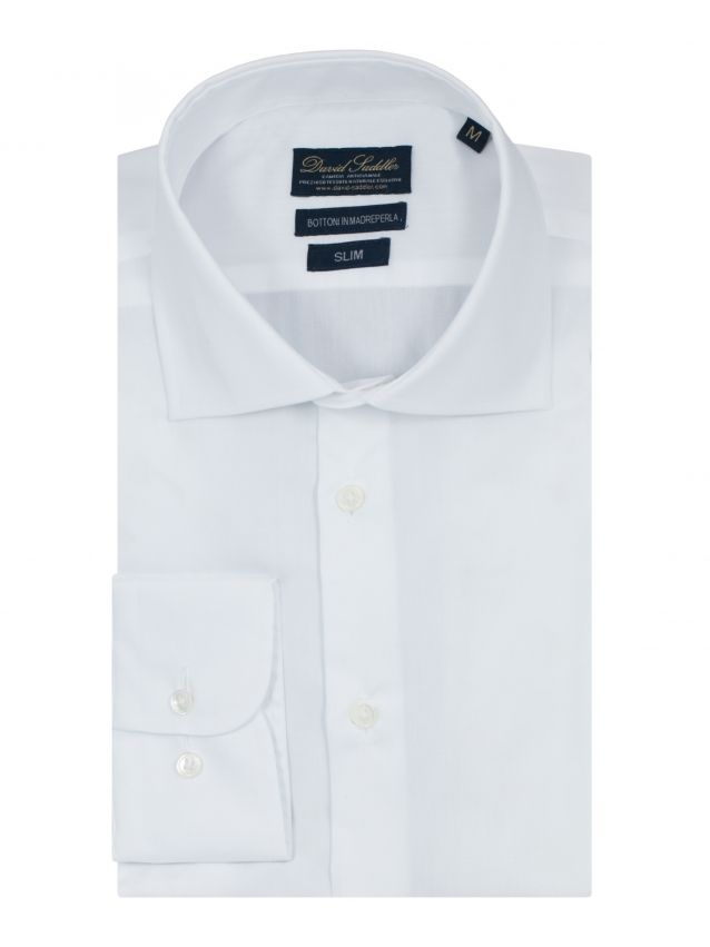 The white shirt Firenze for men highlights a classic style, that doesn't renounce surprising with class.