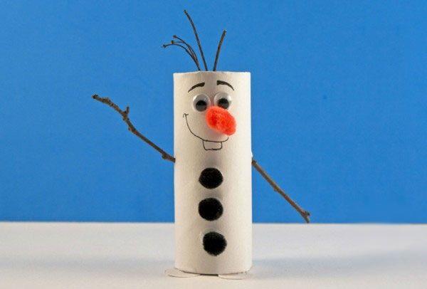 Olaf di Frozen con rotoli di carta